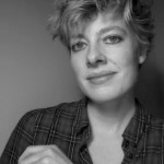 Elisabeth Oosterling, Theaterkrant over de voorstelling SPIJKERS